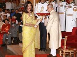 Photo Priyanka Chopra Receives Padma Shri