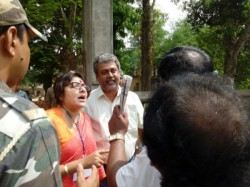 Bjp Candidate Locket Chatterjee Charged Threaten Presiding Officer Birbhum 17 April