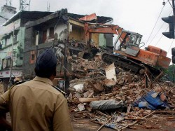 Part Of Building Collapses In Dhakuria 1 Died Injured