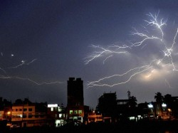 Lightning Kill S At Least 67 People As Monsoon Sweep S India