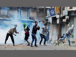 Dead 300 Injured In Clashes After Terrorist Wani S Killing