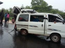 Tmc Govt Taking Step Against Illegal Pool Car Carriyng School Children