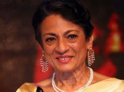 Tanuja Make Comeback In Bengali Movie Sonar Pahar