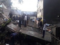 Dead As Building Collapse S In Bhiwandi Mumbai
