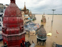 Flooding Varanasi Forces Cremations Move From Ghats Roof Topsp