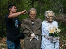 Indonesian Villagers Dig Dead Relatives Dress Ma Nene Festival