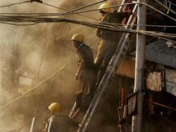 Fire Breaks At Kolkata Two Storied Building Totally Burn