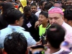 Rishi Kapoor Misbehave During Ganesha Visarjan Slap Journalist