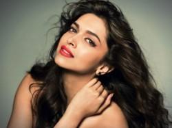 Deepika Padukone Launch Bigg Boss 10 With Salman Khan