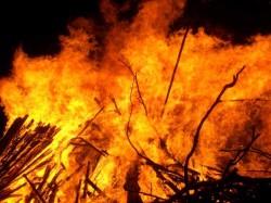 Fire Broke At Entally Kolkata 12 Injured