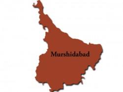 Clash Between Villegers Robbers At Murshidabad