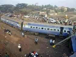Coaches Patna Indore Express Derail Several Bodies Recovered