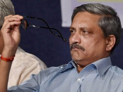 Told Armed Forces Shoot At Anyone Carrying An Ak 47 Manohar Parrikar