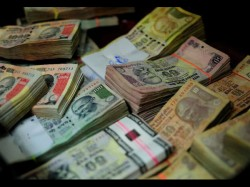 Deposits Above Rs 2 5 Lakh Face Tax 200 Penalty On Income Mismatch