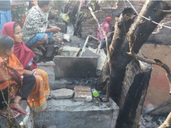 Two Dead More Than 12 Shanties Gutted Fire That Broke In Patipukur
