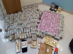 Rs 5 7 Crore New Notes Seized From Hawala Dealer Karnataka