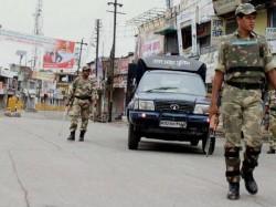 Clash Between Two Group Bombing Vandalism Arson 30 Injured
