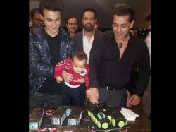 Salman Khan Rings In His 51 Birthday With Iulia Vantur Bipasha Basu Karan Others Inside Pictures