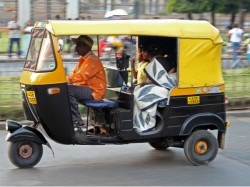 Auto Driver Violence Continues Traffic Worker S Leg Was Broken