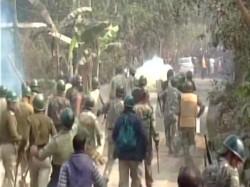 Again Blockade At Bhangar Villagers Cut The Road At Machidanga