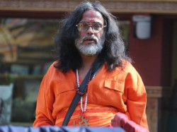 Bigg Boss 10 Om Swami Throws Pee At Rohan Bani