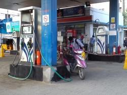 Petrol Pumps Defer Decision Not Accept Cards Till Jan