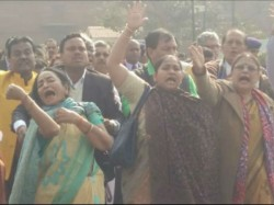 Tmc Leaders Protest Outside Pmo Detained By Delhi Police