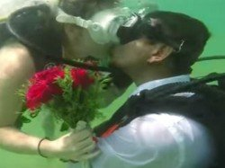 They Exchanged Wedding Vows Underwater Using Placards First In India