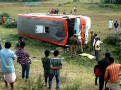 Bus Accident At Amdanga 30 Passengers Are Injured