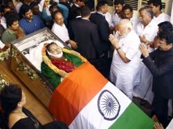 Jayalalithaa Died Multiple Organ Failure We Were Briefing Sasikala Say Doctors