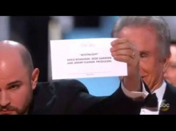 Oscars 2017 Major Goof Up By Presenters Wrongly Name La La Land The Best Film Insted Moonlight