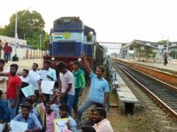 Kurmi Community Blockade Rail Demanding Tribal Enrolment