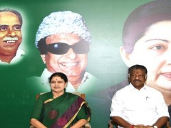 Sasikala Vs Pannerselvam Row New Fear Grips Aiadmk Supporters