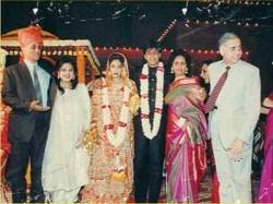 Throwback When Shahrukh Khan Told Gauri Khan Wear Burkha Change Her Name To Ayesha