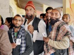 Modi Akhilesh Appeal Voters Vote Large Numbers