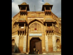 Akbar S Name Dropped From Akbar Ka Qila In Rajasthan