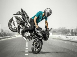 Biker Dies While Performing Stunts 2 Injured