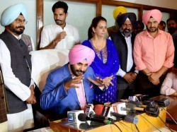 Navjot Singh Sidhu Not Miss Tv Duties Sparks Row