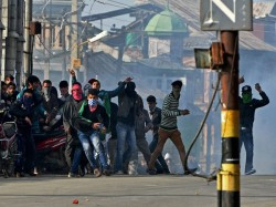 Whatsapp Groups Were Used Mobilise Stone Pelters At Kashmir