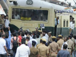 Passenger Protest Train Late Driver Guard Was Beaten