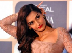 Sonam Kapoor Misquoted The National Anthem People On Twitter Corrected Her Brutally