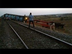 Aurangabad Hyderabad Passenger Train Derails Bidar Karanataka