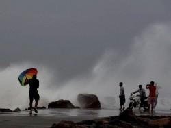 Cyclone Mora Hits Bangladesh Will Cause Heavy Rains West