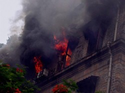 Fire At Park Street Kohinoor Building 2 Fire Tender Reaches Spot
