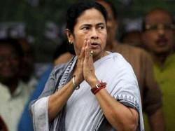 Mamata Banerjee Was Welcomed At Dumdum Airport Pride Kanyas