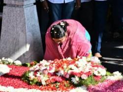 Dinakaran Supporters Prevents Ammas Niece From Entering Poes Garden