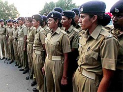 This Woman Police Constable Is Love With Gangster Bihar