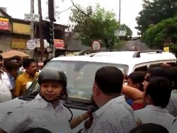 Tention At Rg Kar Hospital Bjp Leaders Surrounded Tmc Worker