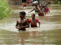Flood Situation Worsen South Bengal Many Areas Still Under Water 1 Dead