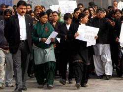 Bar Association Seeks Dress Code Women Lawyers